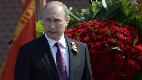 Prezydent Rosji Władimir Putin przy Grobie Nieznanego Żołnierza w Moskwie - Sputnik Polska