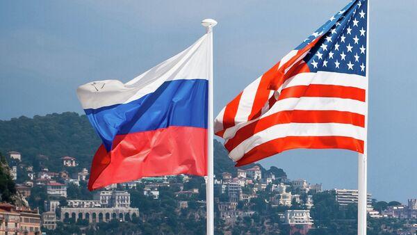 Flagi Rosji i USA - Sputnik Polska