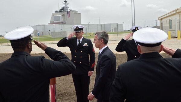 Sekretarz generalny NATO Jens Stoltenberg na rumuńskiej bazie wojskowej w Deveselu - Sputnik Polska
