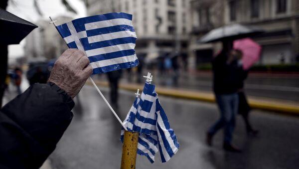 Greckie flagi na ulicach Aten - Sputnik Polska