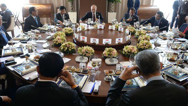 Śniadanie przedstawicieli delegacji-uczestników szczytu Rosja-ASEAN - Sputnik Polska