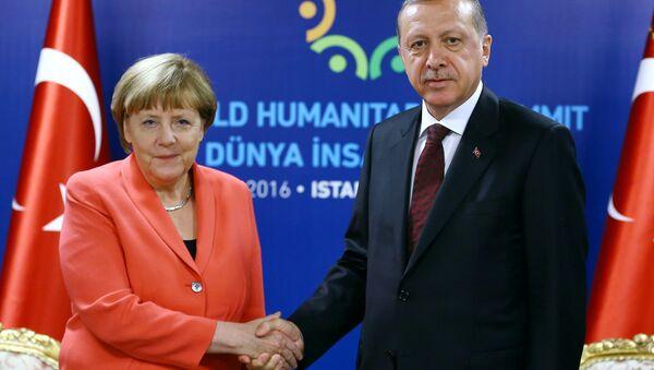 Prezydent Turcji Tayyip Erdogan i kanclerz federalny Niemiec Angela Merkel w Stambule - Sputnik Polska