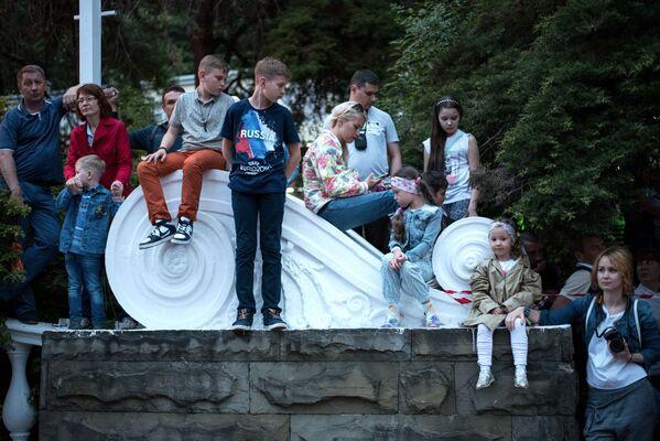 Goście karnawału w Soczi na cześć oficjalnego otwarcia sezonu. - Sputnik Polska