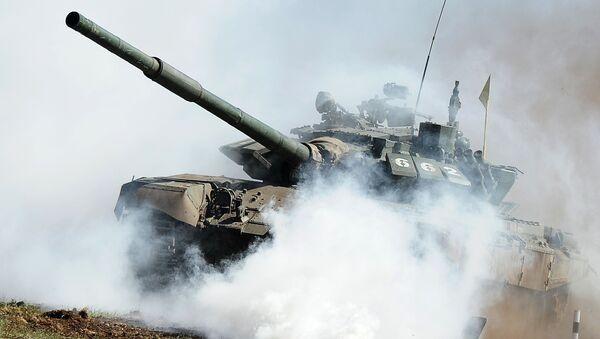 Czołg T-72 podczas eliminacji do konkursu Biathlon pancerny 2016 w obwodzie czelabińskim - Sputnik Polska