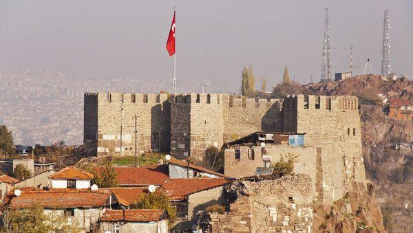 Widok na twierdzę w Ankarze z turecką flagą - Sputnik Polska