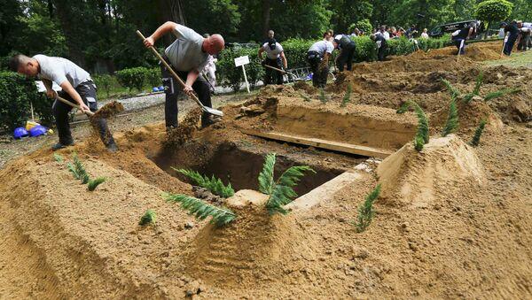 Zawody w kopaniu grobów na Węgrzech - Sputnik Polska