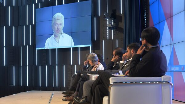 A video link up with Julian Assange, journalist, founder and editor-in-chief of WikiLeaks, at the session, End of the Monopoly: The Open Information Age, held as part of the New Era of Journalism: Farewell to Mainstream international media forum at the Rossiya Segodnya International Multimedia Press Center. - Sputnik Polska