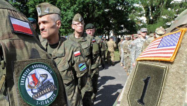 Polscy i amerykańscy wojskowi na ćwiczeniach NATO Anakonda w Polsce - Sputnik Polska
