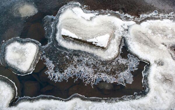 Karelia – to terytorium niebieskich jezior. Jest ich tutaj wiele – ponad 60 tysięcy. Największe z nich – Ładoga (17 678 km²) i Onega (9720 km²) – to zarazem największe jeziora Europy. - Sputnik Polska