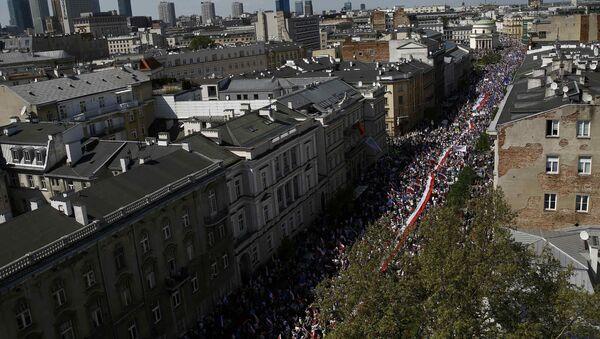 Antyrządowa demonstracja w Warszawie. - Sputnik Polska
