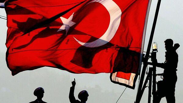Turecka flaga w porcie Çanakkale - Sputnik Polska