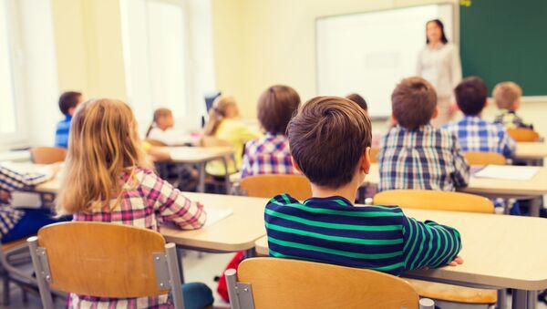 Uczniowie w klasie - Sputnik Polska