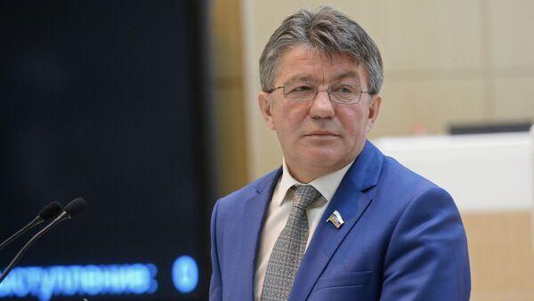 Przewodniczący Komisji ds. Obrony i Bezpieczeństwa Rady Federacji Wiktor Ozierow - Sputnik Polska