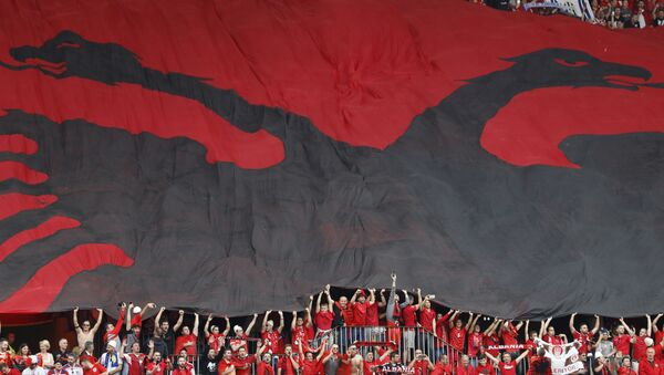 Flaga Albanii na trybunach podczas meczu Albania - Szwajcaria - Sputnik Polska
