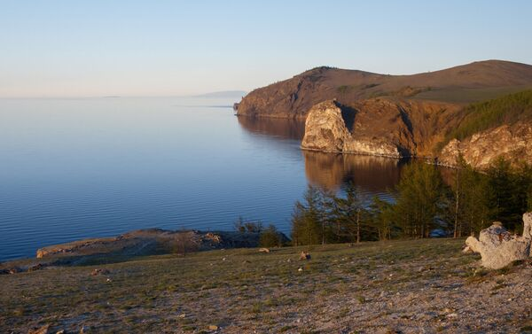 Widok z półwyspu Sagan-Huszun na północny kraj wyspy Olchon położonej na jeziorze Bajkał i na półwysep Święty Nos - Sputnik Polska