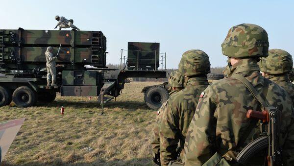 Amerykańscy wojskowi rozmieszczają system rakietowy Patriot na poligonie w Polsce - Sputnik Polska