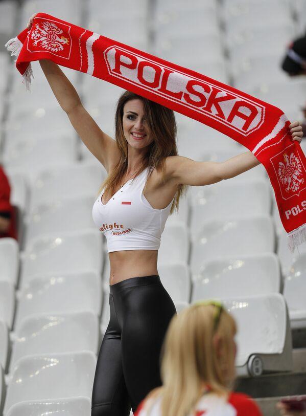 Polska kibicka na Mistrzostwach Europy w piłce nożnej we Francji. - Sputnik Polska