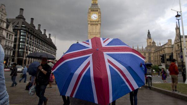 Parasolka w kolorach brytyjskiej flagi - Sputnik Polska