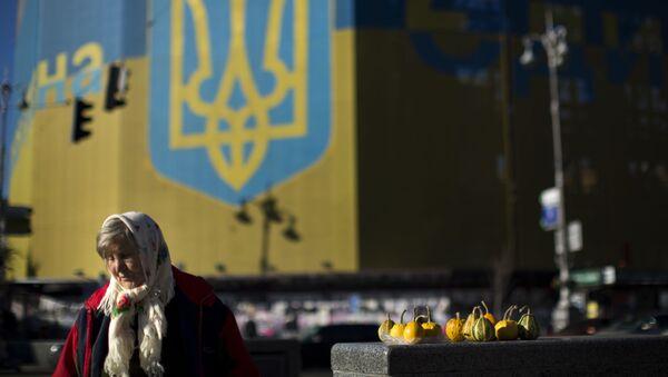 Kobieta sprzedaje warzywa na ulicy Kijowa. - Sputnik Polska