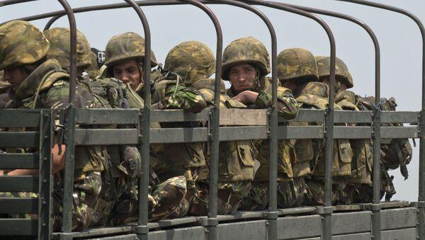 Szeregowcu rumuńskiej piechoty morskiej w czasie ćwiczeń NATO w rejonie Babagad w Rumunii - Sputnik Polska