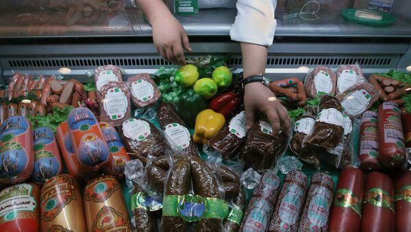 Pawilon z produkcją mięsną na Pierwszej Moskiewskiej Wystawie Międzynarodowej Halal - Sputnik Polska