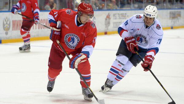 Władimir Putin gra w hokeja w Soczi, 10 maja 2014 - Sputnik Polska