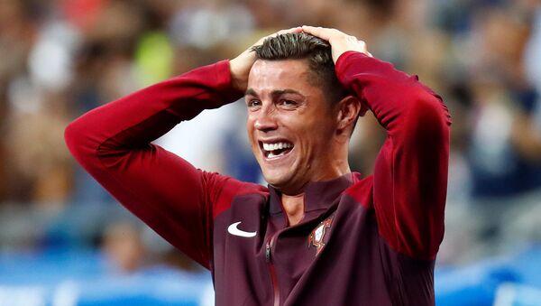Cristiano Ronaldo po zakończeniu meczu Francja-Portugalia na Euro 2016 - Sputnik Polska