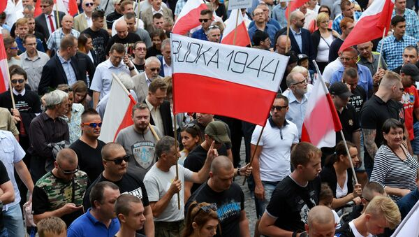 8 lipca 2016 roku polski senat przyjął uchwałę, zgodnie z którą wydarzenia z 1943 roku na Wołyniu uznane zostały za ludobójstwo. - Sputnik Polska