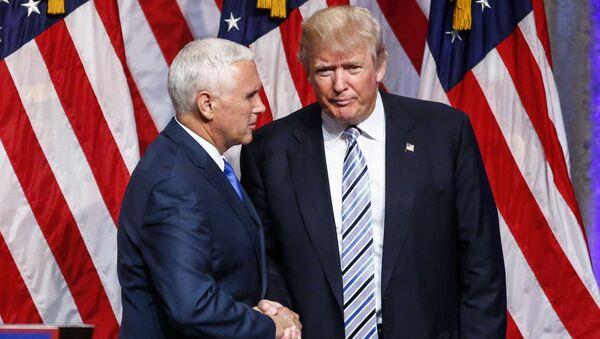 Gubernator stanu Indiana Mike Pence i kandydat na prezydenta USA Donald Trump - Sputnik Polska