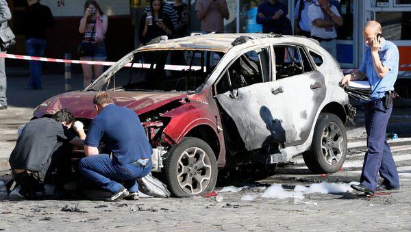 """Szeremet zginął w wyniku eksplozji samochodu należącego do dyrektorki gazety internetowej """"Ukraińska Prawda"""" Alony Prituly, która według danych mediów była żoną zmarłego dziennikarza. Taksówkarz, który był świadkiem wydarzeń, poinformował, że wybuch miał bardzo silną moc. - Sputnik Polska"""