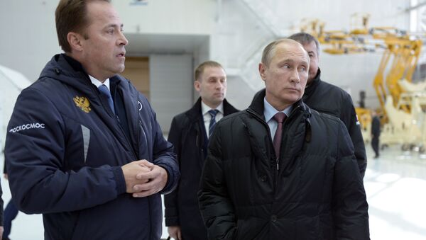Dyrektor generalny Roskosmosu Igor Komarow i prezydent Rosji Wadimir Putin podczas kontroli prac w kosmodromie Wostocznyj - Sputnik Polska