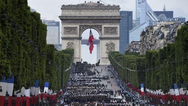 Paryż, przygotowania do parady wojskowej przed Dniem Bastylii, 14 lipca 2016 - Sputnik Polska