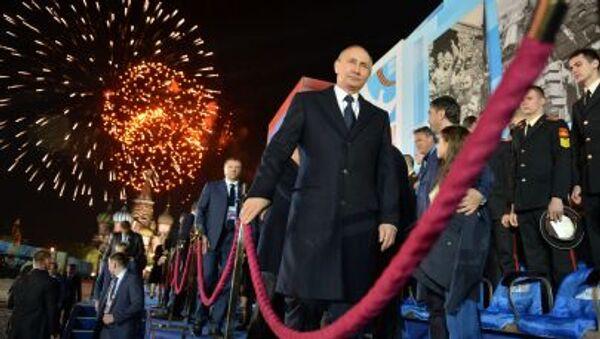 Prezydent Rosji Władimir Putin po koncercie z okazji 70. rocznicy zwycięstwa nad hitlerowskimi Niemcami. - Sputnik Polska