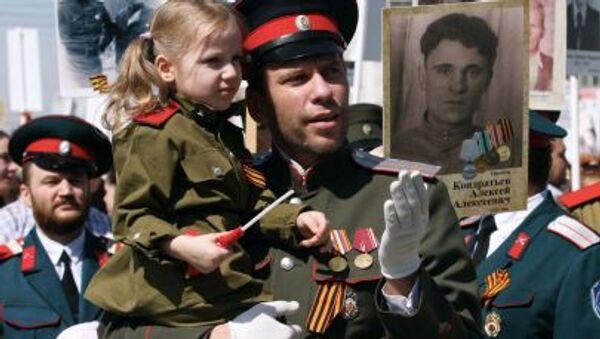Nieśmiertelny Pułk w Nowosybirsku w 2015 roku - Sputnik Polska
