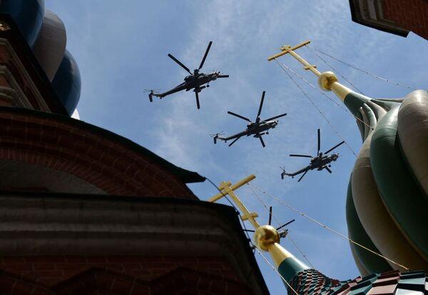 Grupa śmigłowców transportowo-bojowych Mi-8 - Sputnik Polska
