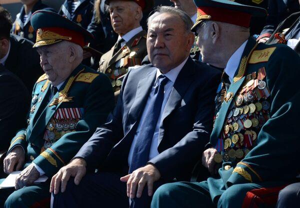 Prezydent Kazachstanu Nursułtan Nazarbajew podczas Defilady Zwycięstwa na Placu Czerwonym, 9 maja 2015 - Sputnik Polska