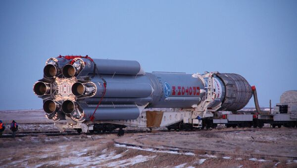 Przygotowanie do startu rakiety Proton-M z satelitą Intelsat-16 na Bajkonurze - Sputnik Polska