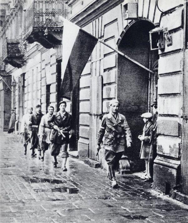 Patrol powstańczy w czasie Powstania Warszawskiego, 1944. - Sputnik Polska