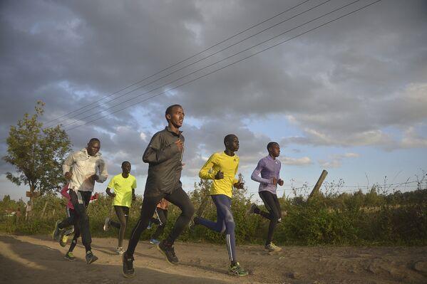 Członkowie reprezentacji olimpijskiej uchodźców podczas treningu w Nairobii, 25.07.2016. - Sputnik Polska