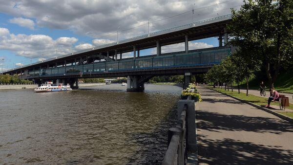 Most łączący Wybrzeże Łużnieckie z Parkiem Worobiowe Gory w Moskwie - Sputnik Polska