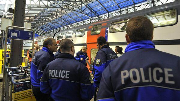 Uzbrojony mężczyzna zaatakował pasażerów pociągu w Szwajcarii - Sputnik Polska