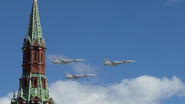 Tu-22M3 w niebie nad Moskwą - Sputnik Polska