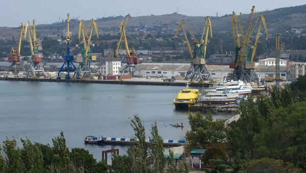 Widok na port morski Teodozja - Sputnik Polska