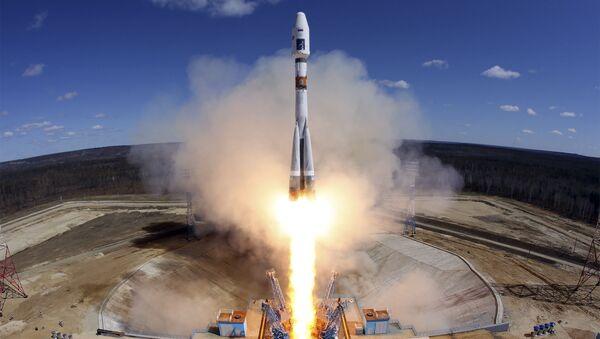 """Start rakiety nośnej Sojuz-2.1a z trzema aparatami kosmicznymi """"Łomonosow"""", Aist-2D i SamSat-218 na kosmodromie Wostocznyj - Sputnik Polska"""