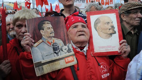 Ucestnicy pierwszomajowego mitingu zwolenników Partii Komunistycznej na Placu Teatralnym - Sputnik Polska