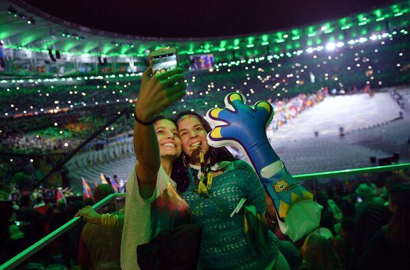 Widzowie podczas ceremonii zamknięcia XXXI Letnich Igrzysk Olimpijskich - Sputnik Polska