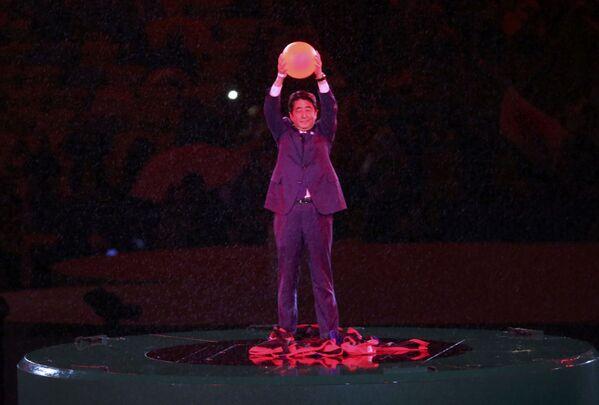 Premier Japonii Shinzo Abe podczas ceremonii zamknięcia XXXI Letnich Igrzysk Olimpijskich - Sputnik Polska