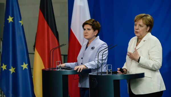 Premier Polski Beata Szydło i kanclerz Niemiec Angela Merkel na konferencji w Berlinie - Sputnik Polska