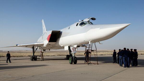 Rosyjski bombowiec Tu-22M3 w bazie lotniczej niedaleko Hamadanu. Iran. - Sputnik Polska