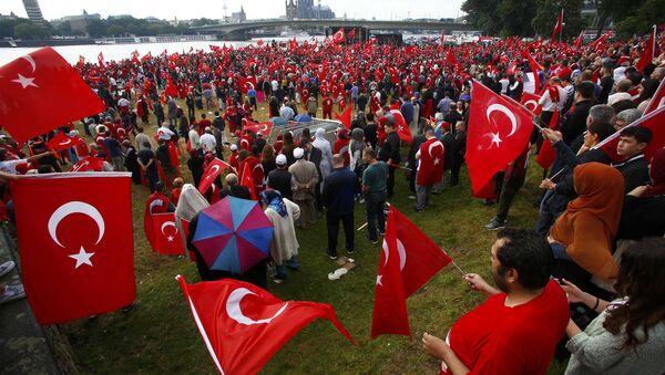 Zwolennicy prezydenta Erdogana podczas prorządowego protestu w Kolonii, 31 lipca 2016 - Sputnik Polska